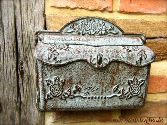 kleiner #mediterraner Briefkasten in der Farbe antik-grau mit Blumenmuster.                                                                                                                                                                                 Mehr