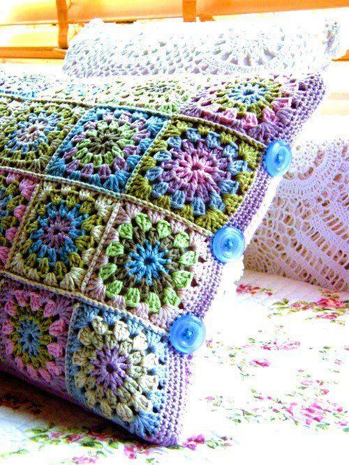 Kissen in super Farben ...   Häkeln ... eine ungefährliche Sucht ...