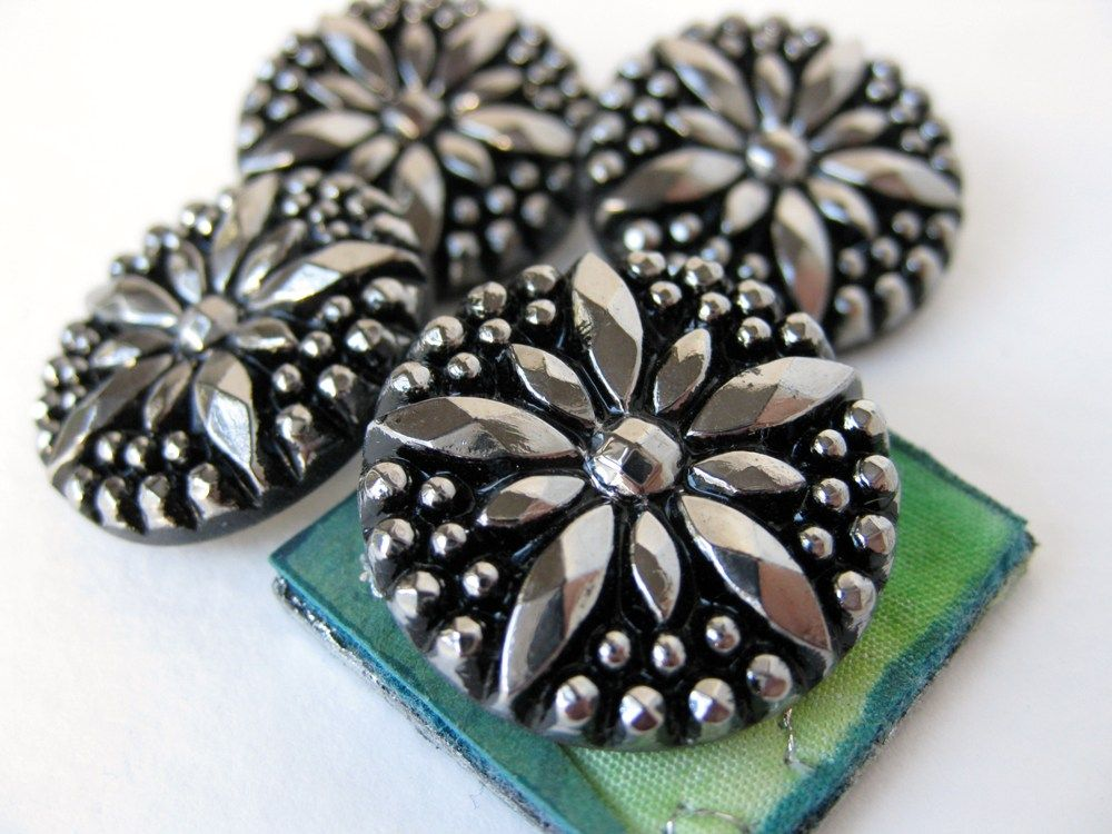 Swirling leaf buttons silver /& black 3 sizes sold per 2 buttons