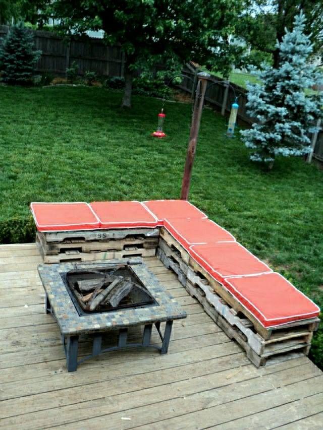 Banc de jardin en palettes : un choix respectueux de l\'environnement