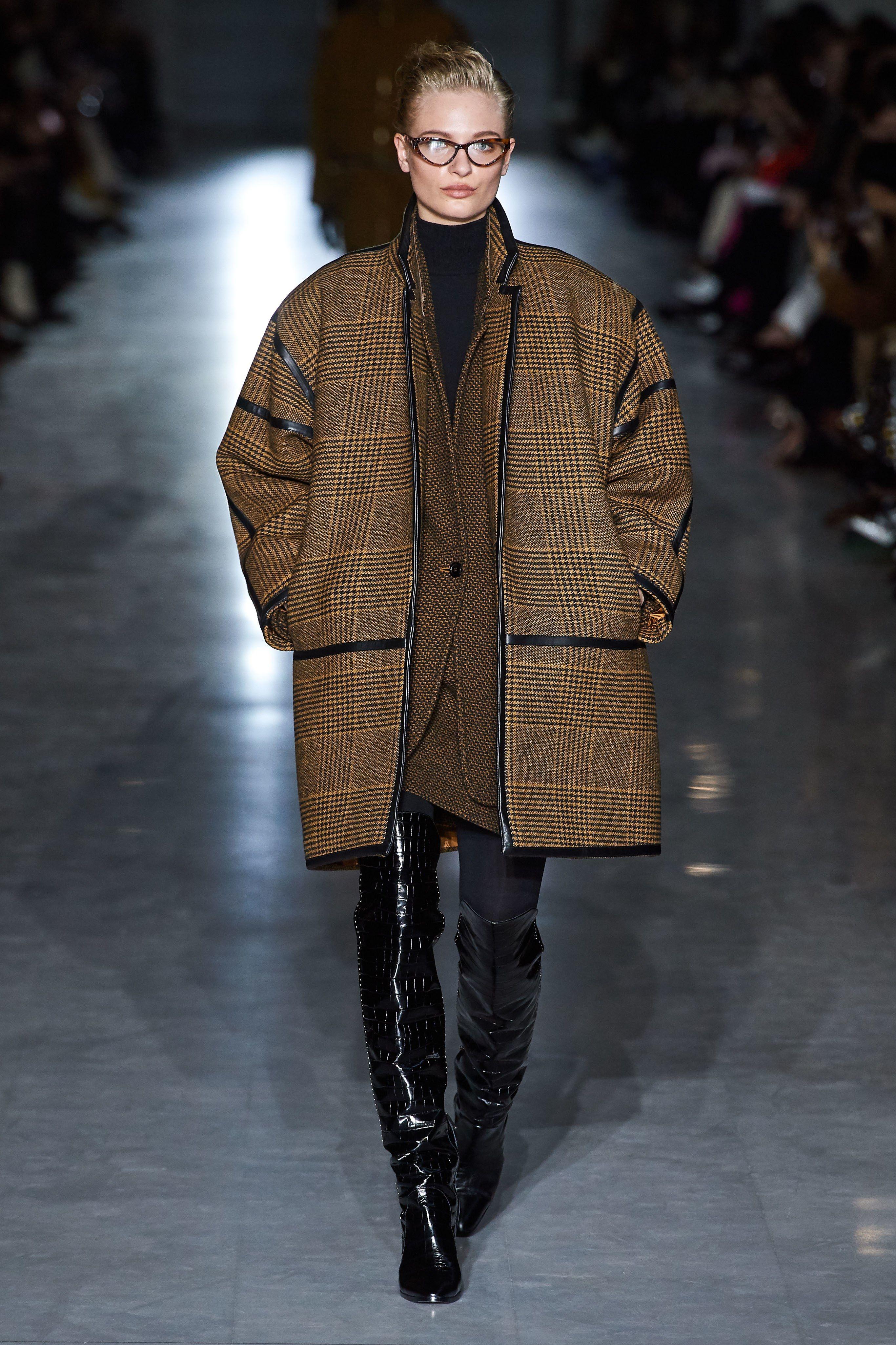 a6e34e9869978 Max Mara Fall 2019 Ready-to-Wear Fashion Show in 2019   2019 Fall ...