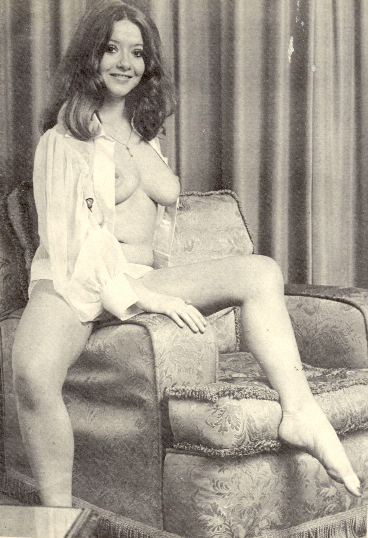 Zoe Hendry Nude Photos 35