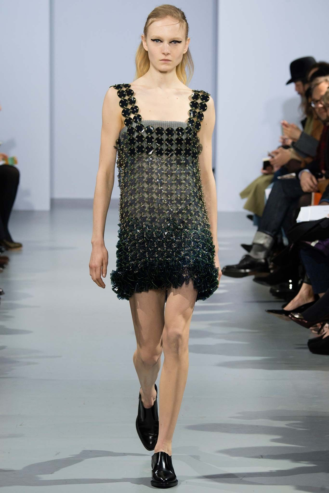 a2c2046120 Paco Rabanne Fall 2015 Ready-to-Wear Fashion Show in 2019 | Dazzling ...