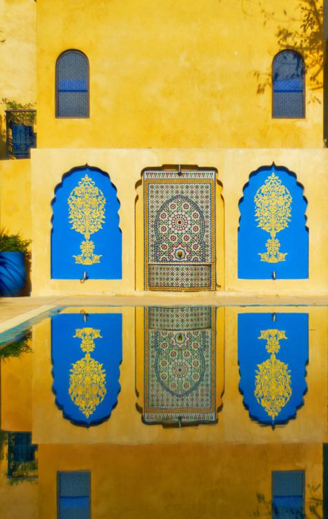 #ColorCrush: cobalt blue + bright yellow. Moroccan/Marrakech exterior inspiration. #fashionfightingfamine