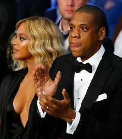 Incroyable Beyonce Takes The Plunge In VERY Low Cut Dress As She Watches Boxing Match  With Husband Jay Z