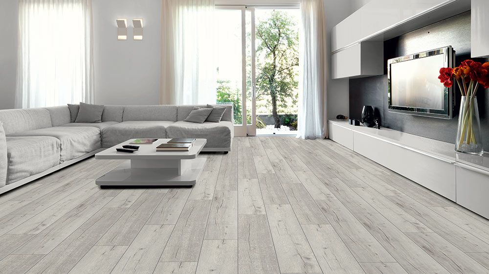 Kronotex laminate robusto 12 mm collection rip oak white for Robusto laminate flooring