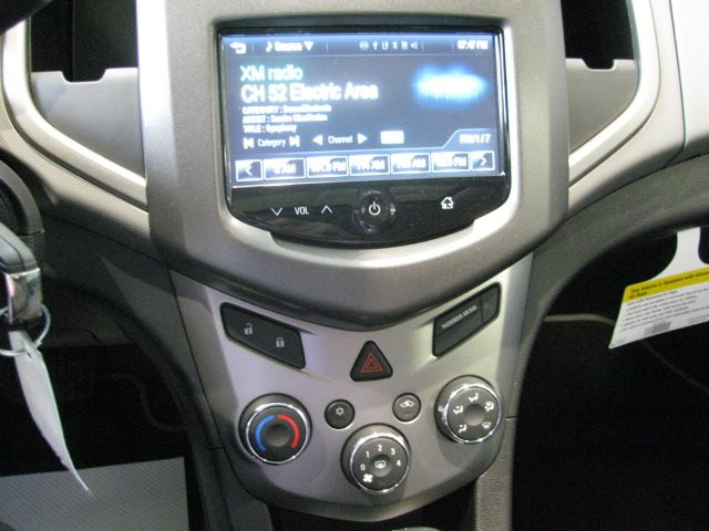 AM/FM CD with Satellite Radio . . .