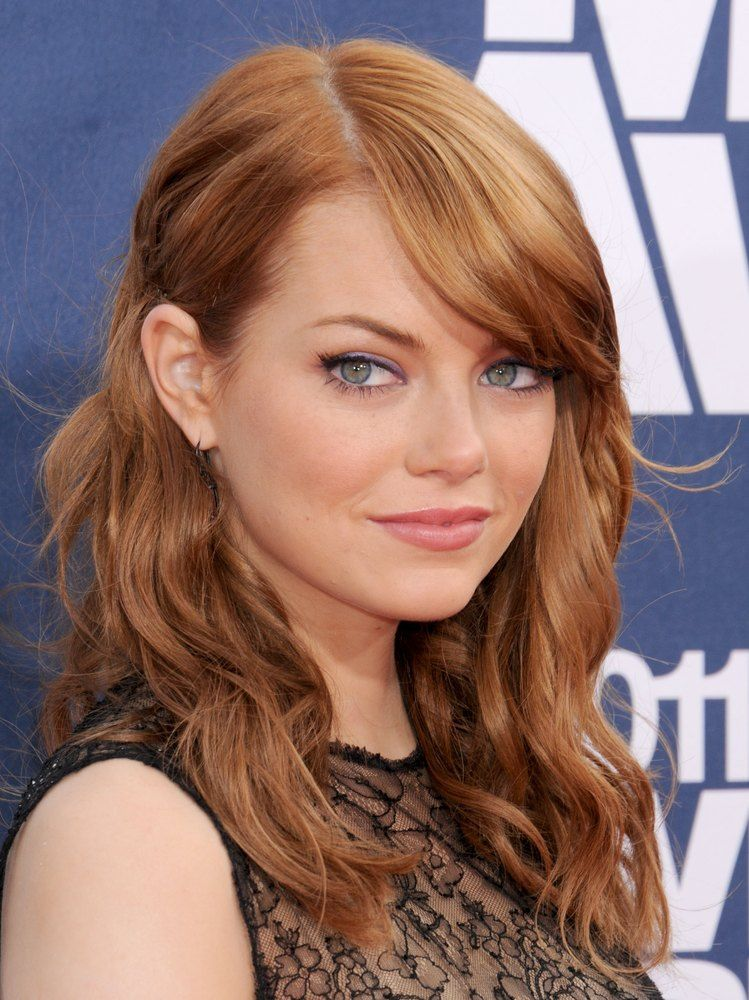 37 Emma Stone Hairstyles To Inspire Your Next Makeover Emma Stone Hair Golden Brown Hair Color Light Golden Brown Hair