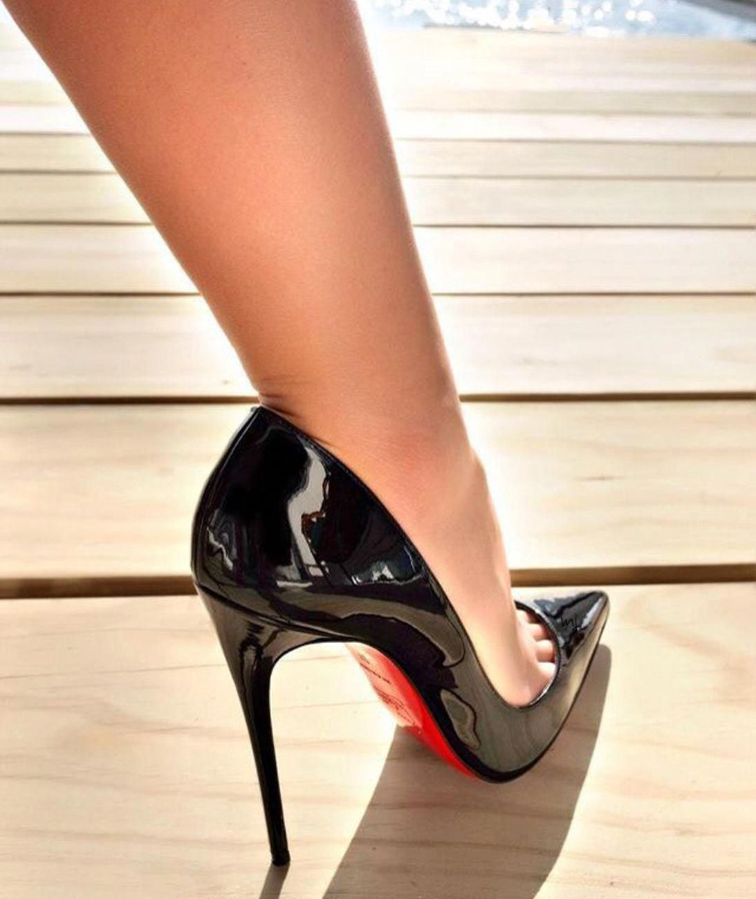 8a7ed9aee4c571 are feet in very high black stilettos