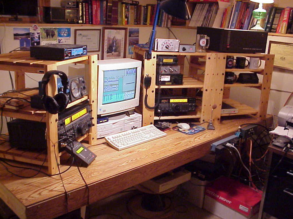 major competition stations ham radio ham radio desk designs | Clickon the diagram for photos and more details: