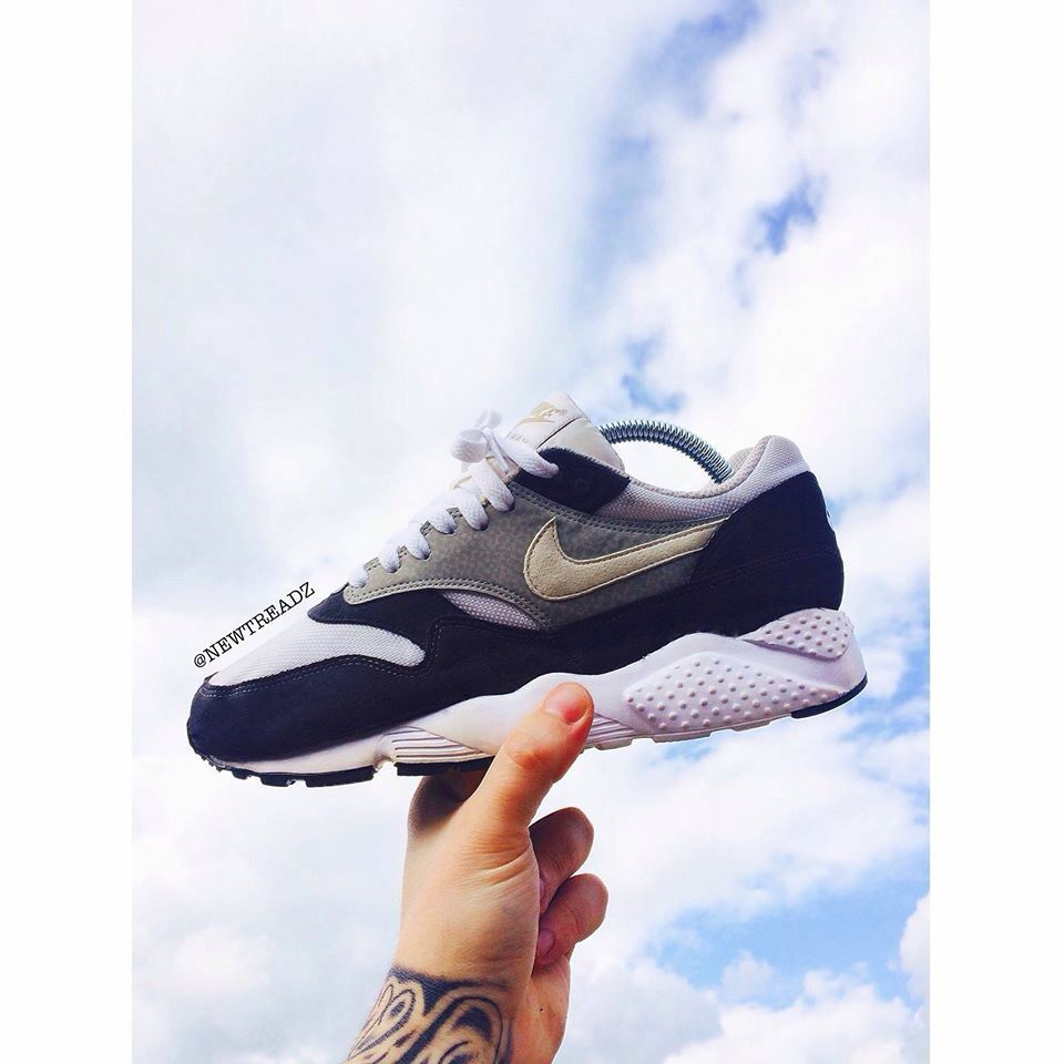reputable site 8bf67 bb1ff Sole swap. Huarache sole on a AM1.  sneakers   Kicks