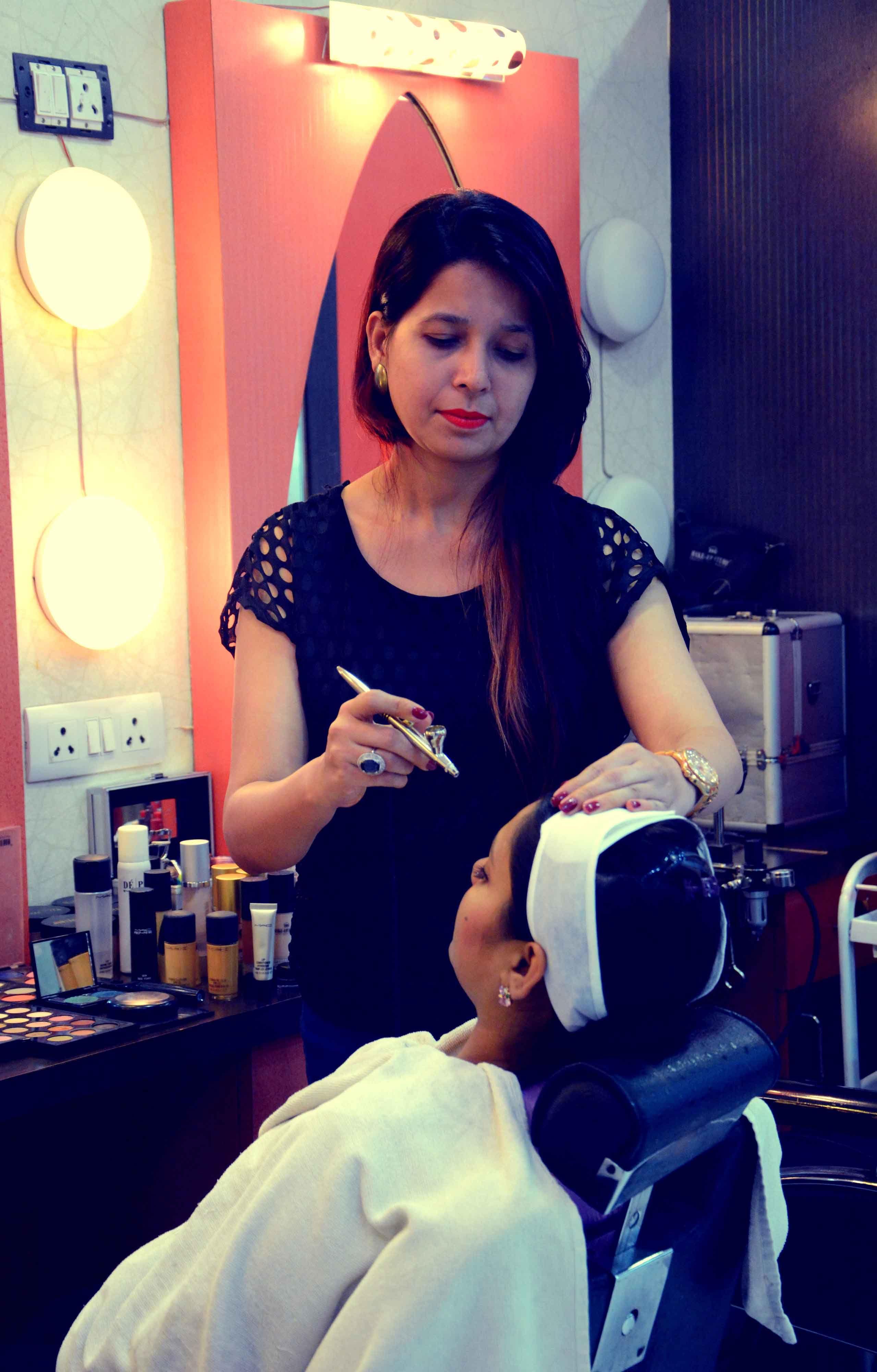 Kajal Sharma is Delhi based Freelancer Makeup Artist over