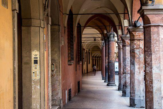 Porticos, Bologna, Italy (6)  http://www.timetravelturtle.com/2012/05/bologna-italy-emilia-romagna-university/