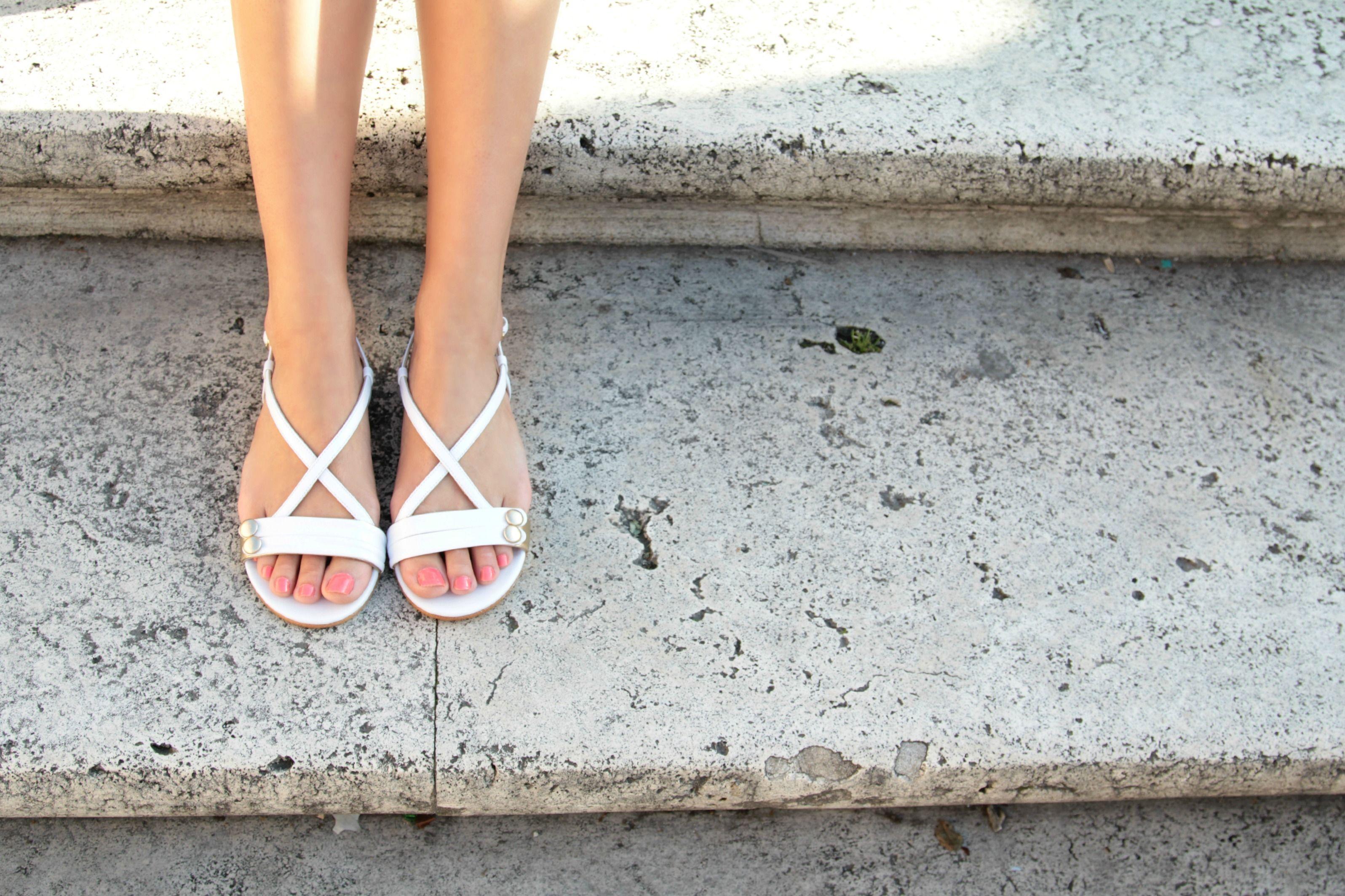 La Paire sandals. #sandals #whites