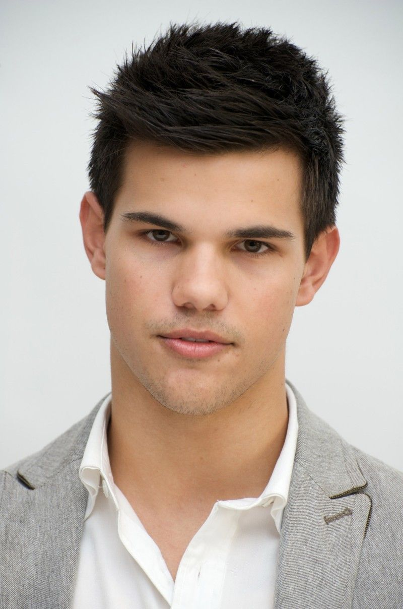 There Are A Couple Of Changes In Taylor Lautner Hairstyle As He Played His  Character Transforms From Twilight Series. Taylor