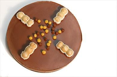 Las tartas divertidas nos sirven para meriendas o celebraciones. Una tarta muy fácil de hacer es la tarta tragabolas, a los niños les encantará.