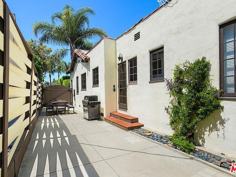 1014 Stearns Dr Los Angeles Ca 90035 Mls 19 507704 Zillow Zillow Spanish Revival Los Angeles Neighborhoods