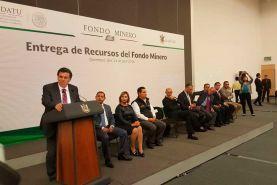 La Presienta Municipal de Pinal de Amoles, Gloria Rendón, acudió a la entrega de recursos del Fondo Minero, ejercicio 2014,...