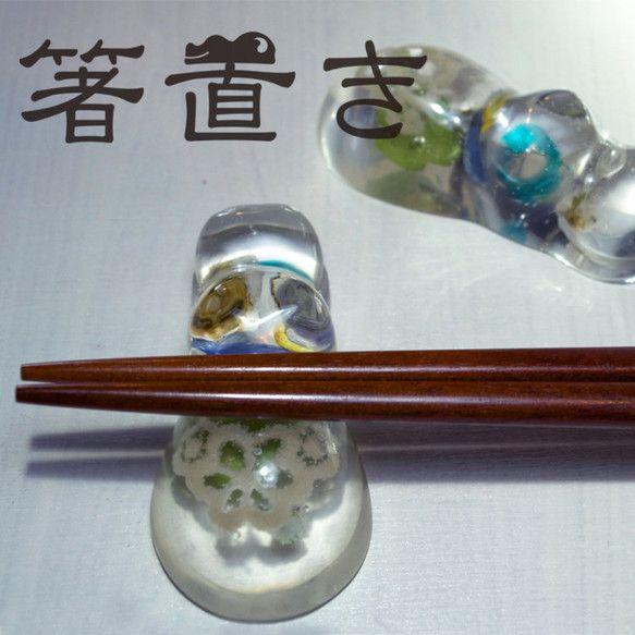 箸置き【カバ.laceA】川の中に浮いているようなカバの箸置きです。カラダの中にはレースや小さな花などが詰まっております。5枚目の画像のパッケージでお届けしま...|ハンドメイド、手作り、手仕事品の通販・販売・購入ならCreema。