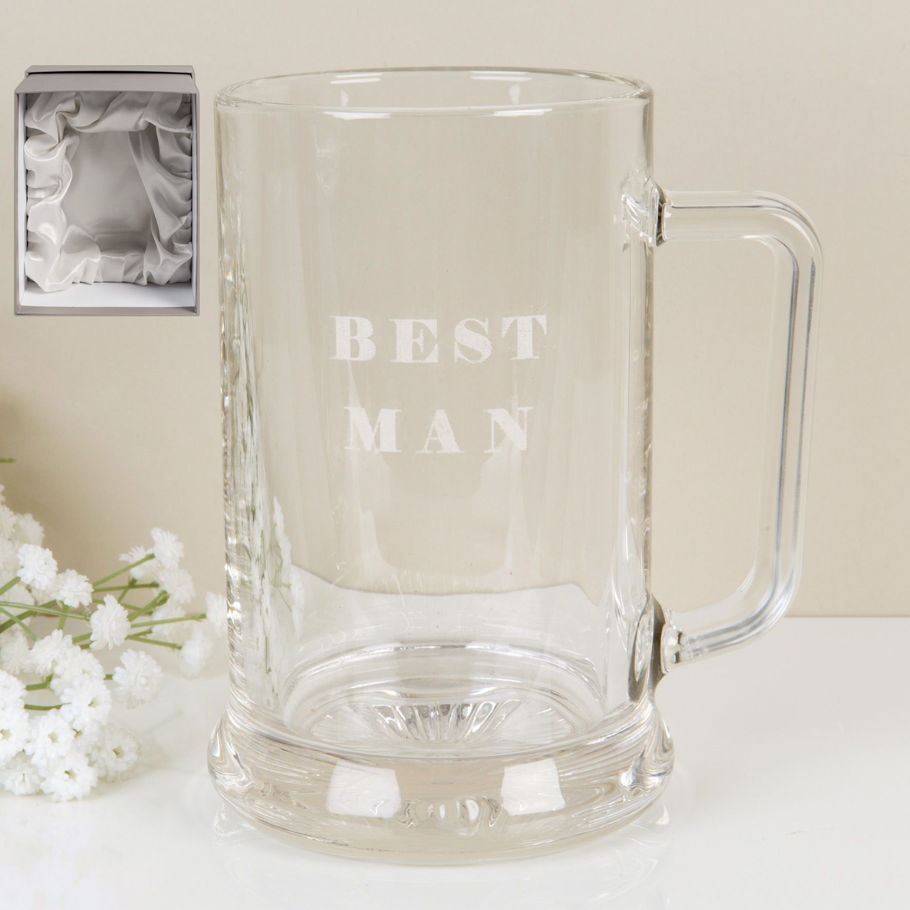 A glass pint tankard with laser etched 'Best Man' design from the Amore Bridal Party Collection. This sleek and stylish glass tankard is presented in an ivory satin-lined gift box. The perfect way to thank your best friend for his help on your big day. Suitable for further personalisation.