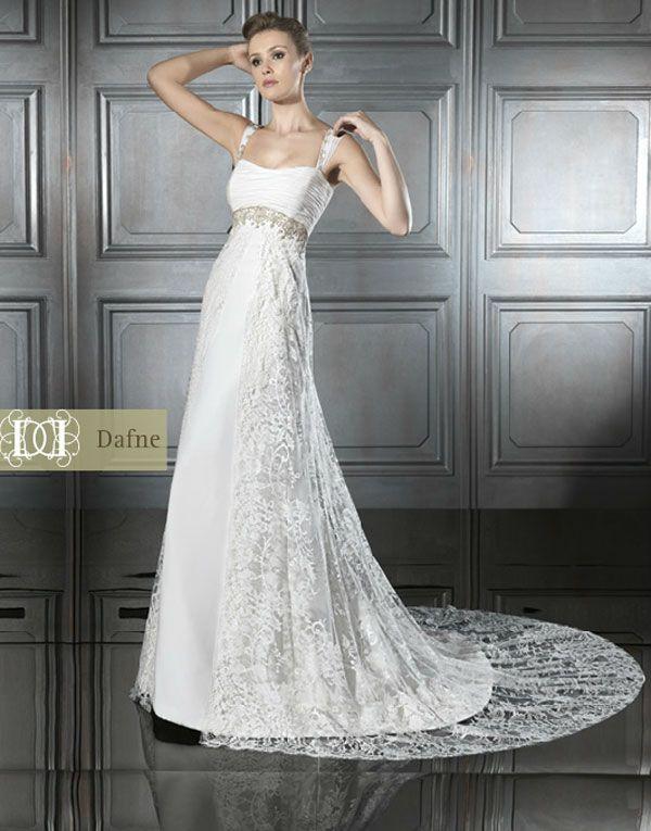 vestido de novia con tirantes y falda bordada | ideas de boda
