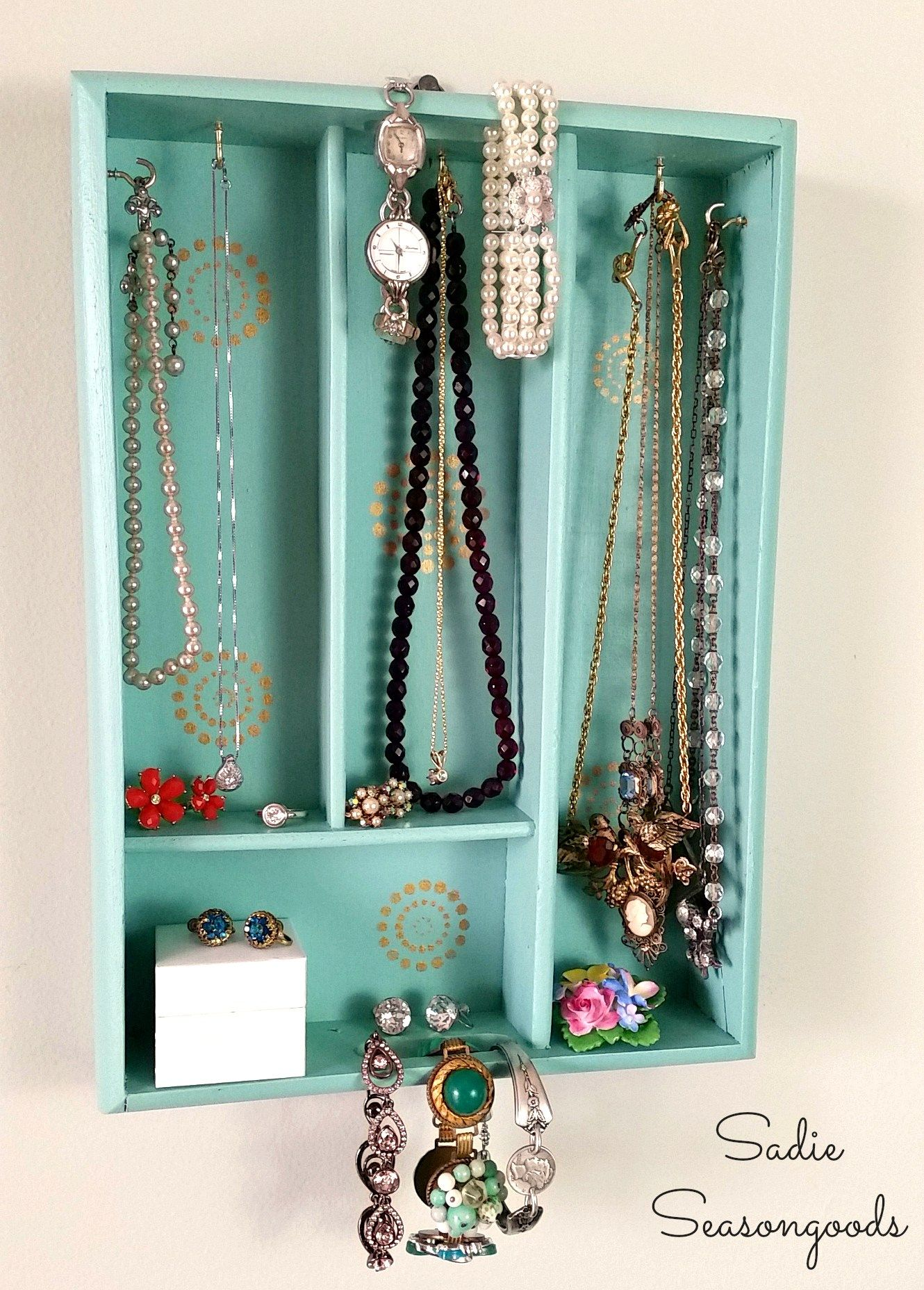 Easy inexpensive do it yourself ways to organize and decorate your diy bathroom organizer ideas upcycle a silverware tray into a pretty hanging jewelry organizer solutioingenieria Images
