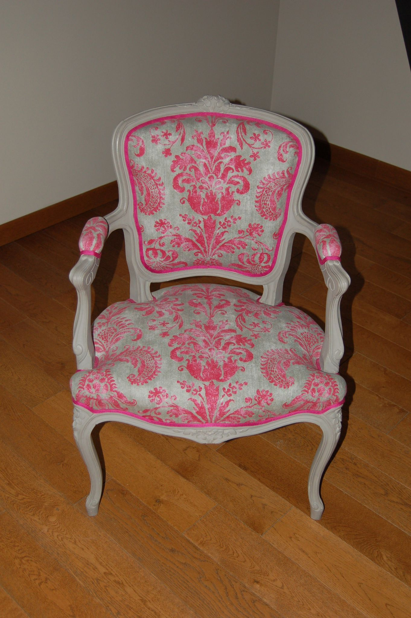 Fauteuil Cabriolet de style Louis XV Upholstery