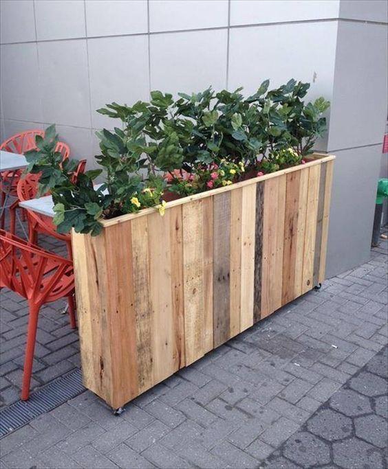 1001 tutoriels et id es pour fabriquer une jardini re en palette construction en palette. Black Bedroom Furniture Sets. Home Design Ideas