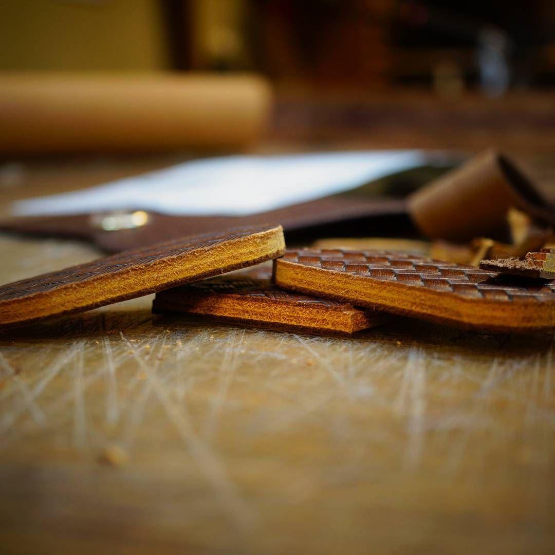두꿉다.  #가죽공방#가죽공예#엄구스가죽공방#leathercraft#leathergoods #이수역가죽공방#방배가죽공방 #사당가죽공방#동작가죽공방#leatherworks#leatheratelier#handmade#새들스티치#saddlestich#주문제작#가죽공예수강#革工芸#革#レザークラフト#レザー by leather_works_umgus