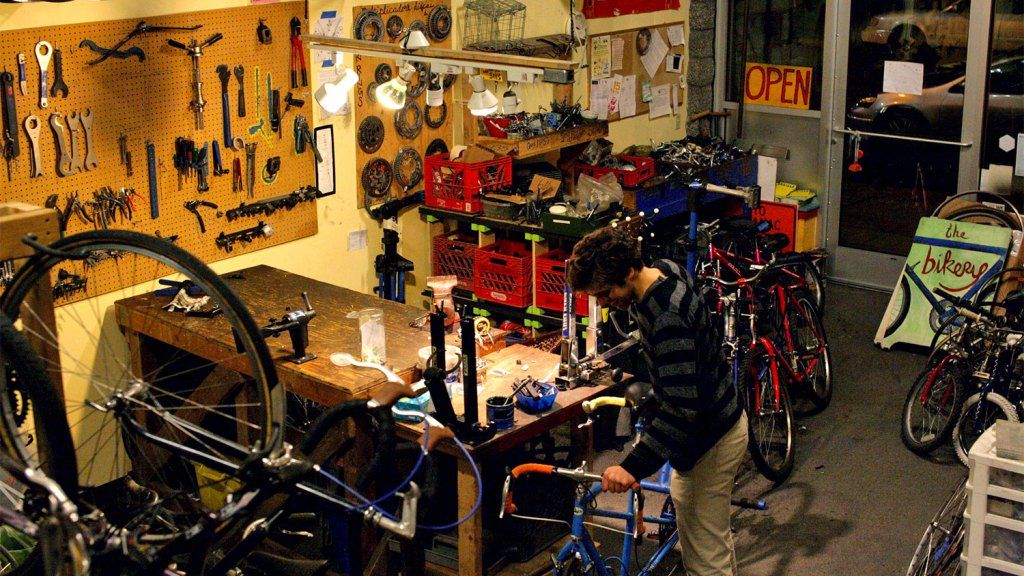 This co-op bike shop will teach you to fix your own damn bike (and that matters) http://buff.ly/1FUO2er