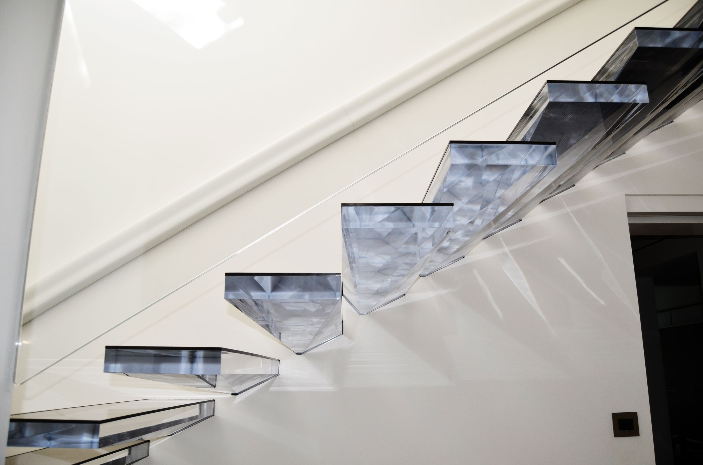 Like Walking On Diamond Cantilevered Staircase With Acrylic Treads Wwwsillertreppen