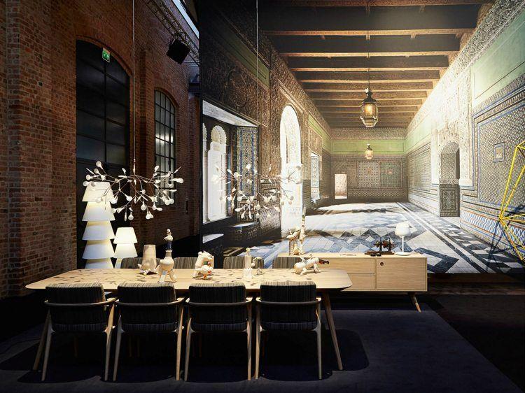 Chaises De Salle A Manger Design En Metal Commode En Bois Blond Et