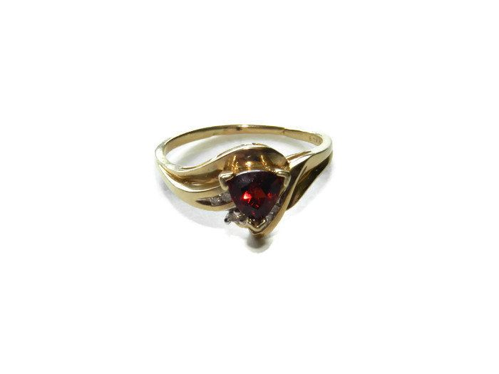 10k Gold 1k Garnet And Diamond Ring Size 10 1 2 10 Karat Gold Gold Jewelry Ruby Ring Diamond Ring Ladie Ladies Gold Rings Garnet And Diamond Ring Jewelry