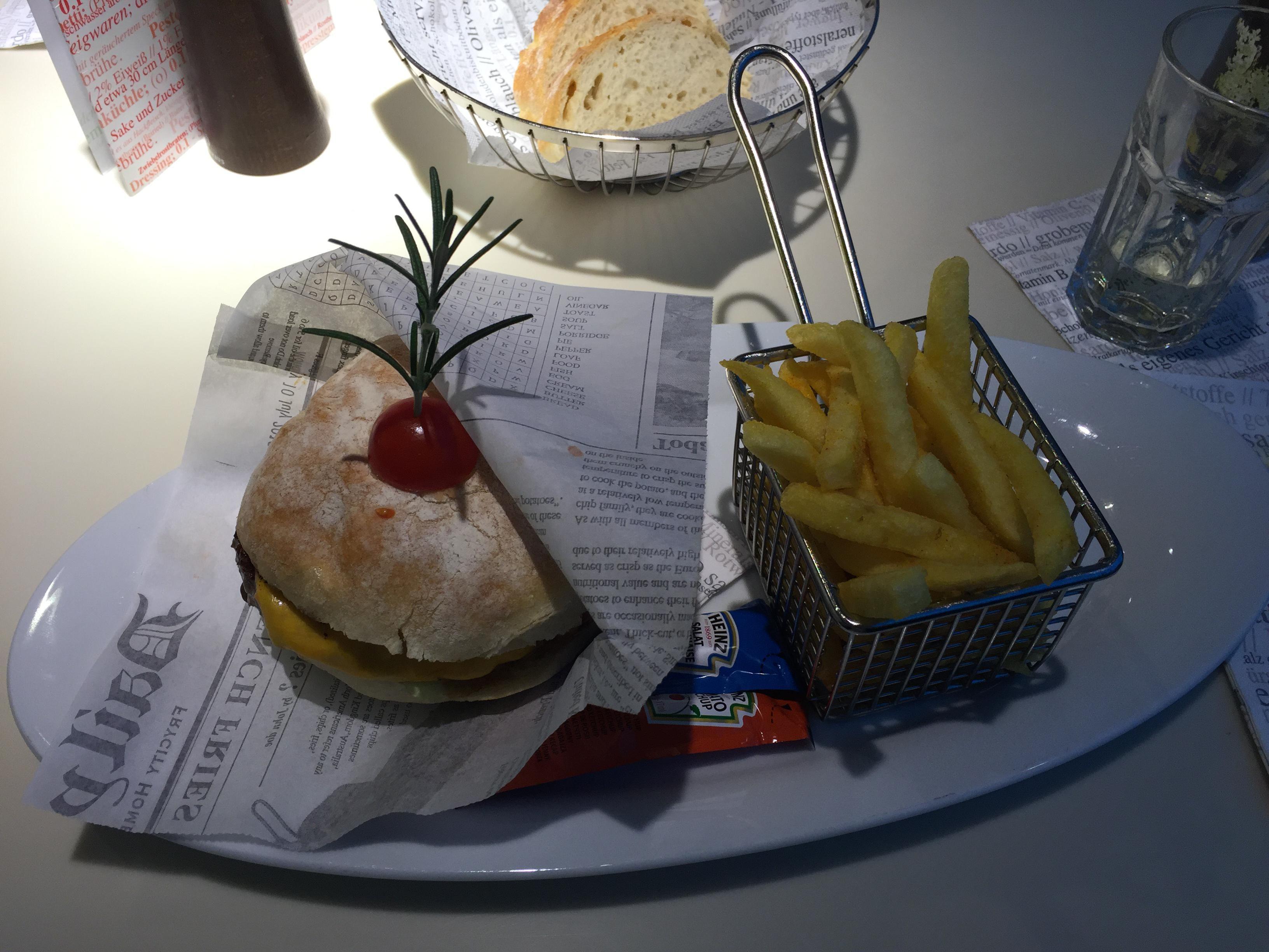 Burger im (karls) kitchen in Stuttgart. Lust Restaurants zu testen und Bewirtungskosten zurück erstatten lassen? https://www.testando.de/so-funktionierts