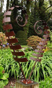 CK Garden Sculptures R002 Rustic heart fern on oak