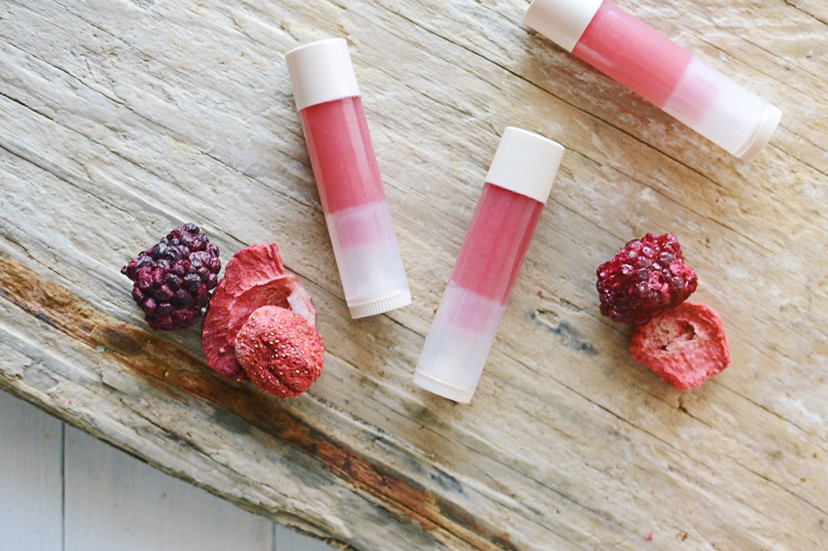 Diy pink lip gloss recipe with berries coconut oil and