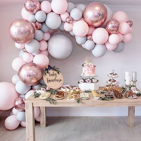 Total balloon crush on this garland by @partysplendour ! Michelle is the talent behind Leah's floral flamingo balloon decor too. She is… #21stbirthdaydecorations