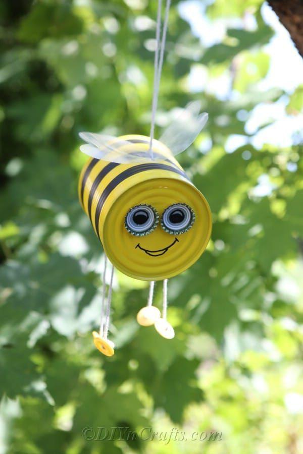 Photo of DIY hängende Biene basteln Gartendekoration
