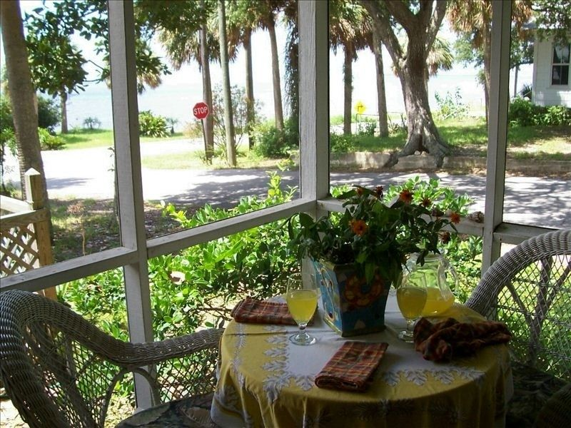 Miraculous Cottage Vacation Rental In Cedar Key From Vrbo Com Home Interior And Landscaping Transignezvosmurscom