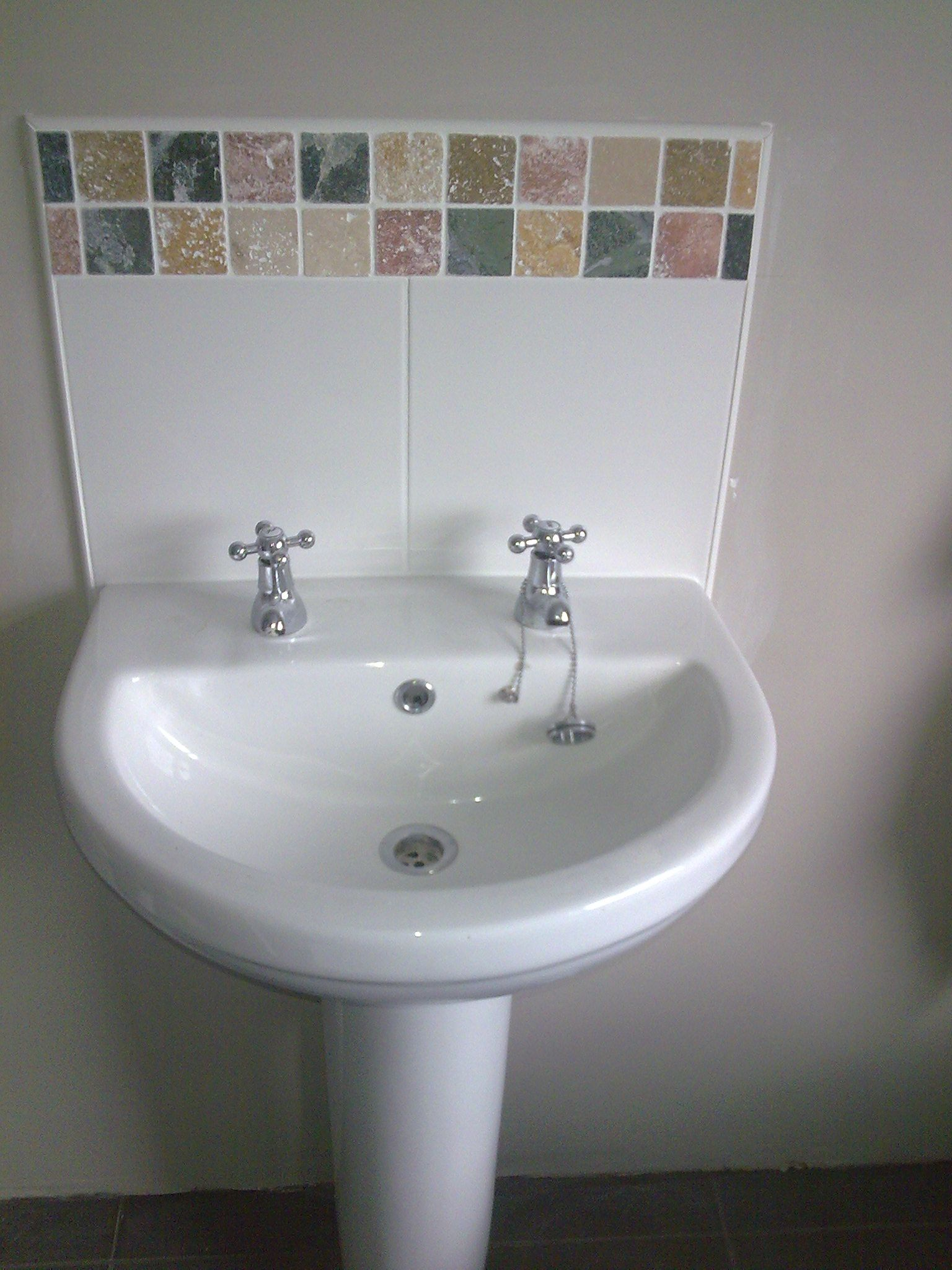 2 Tap Hole Basin With Tiled Splashback Www Pipedreams Plumbing