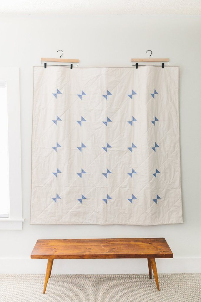 Blue-and-Cream Amish Hourglass Throw Quilt #modernquiltingdesigns