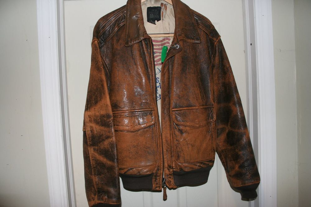 a1661f6e9be Leather Bomber jacket Avirex True Vintage 80s distressed brown US Army Air  Force  Avirex