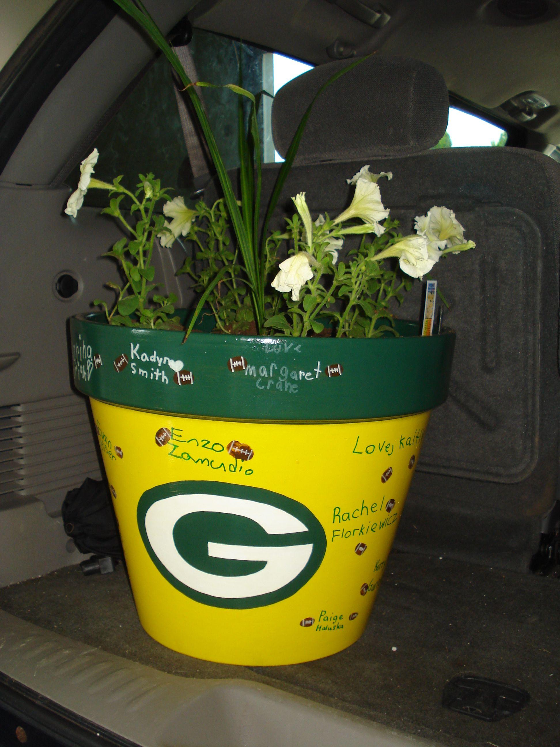 Green Bay Packers flower pot for a teacher gift. NOT a Packers fan ...