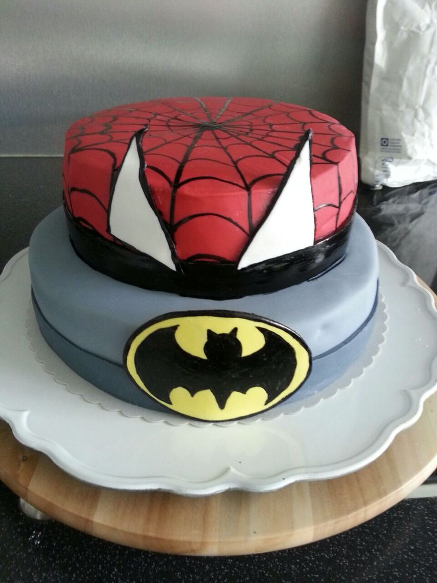 Superhelden Torte Spiderman Batman | Kinderspiele | Pinterest ...