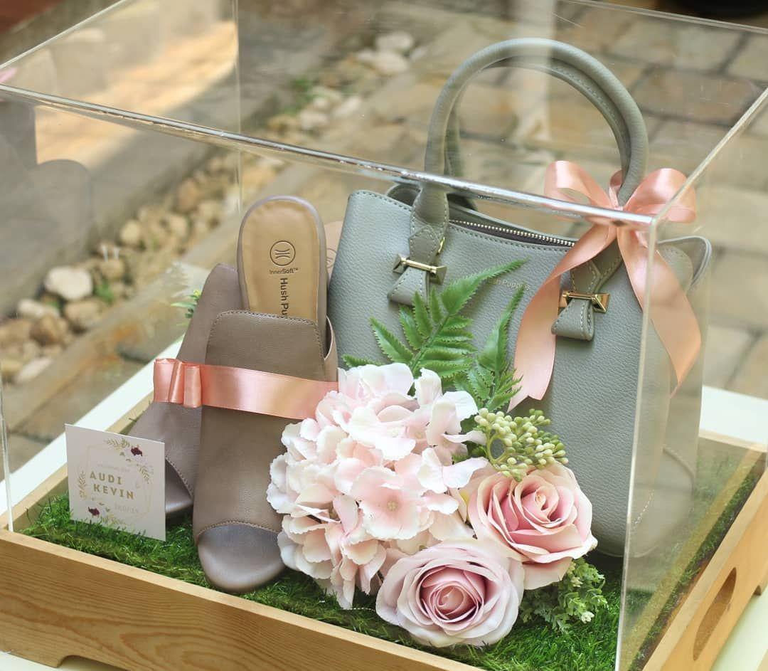 Antaran Audi And Kevin Royalwrap Di 2020 Hadiah Perkawinan Hadiah Pernikahan Hadiah Pernikahan Unik