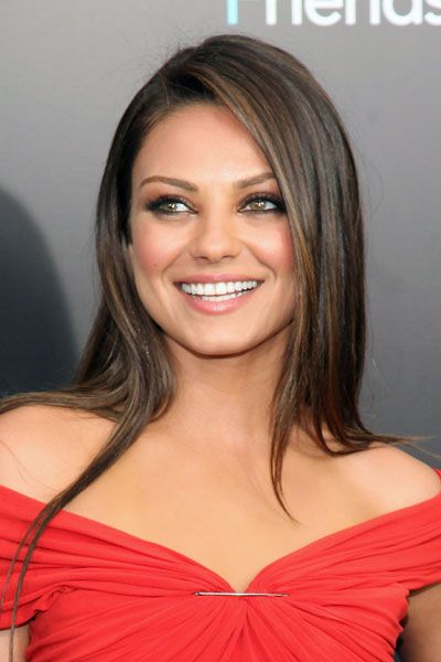 Try khol-rimmed eyes and shimmery blush like Mila Kunis for your next night out. #makeup #beauty #eyeliner #blush #date