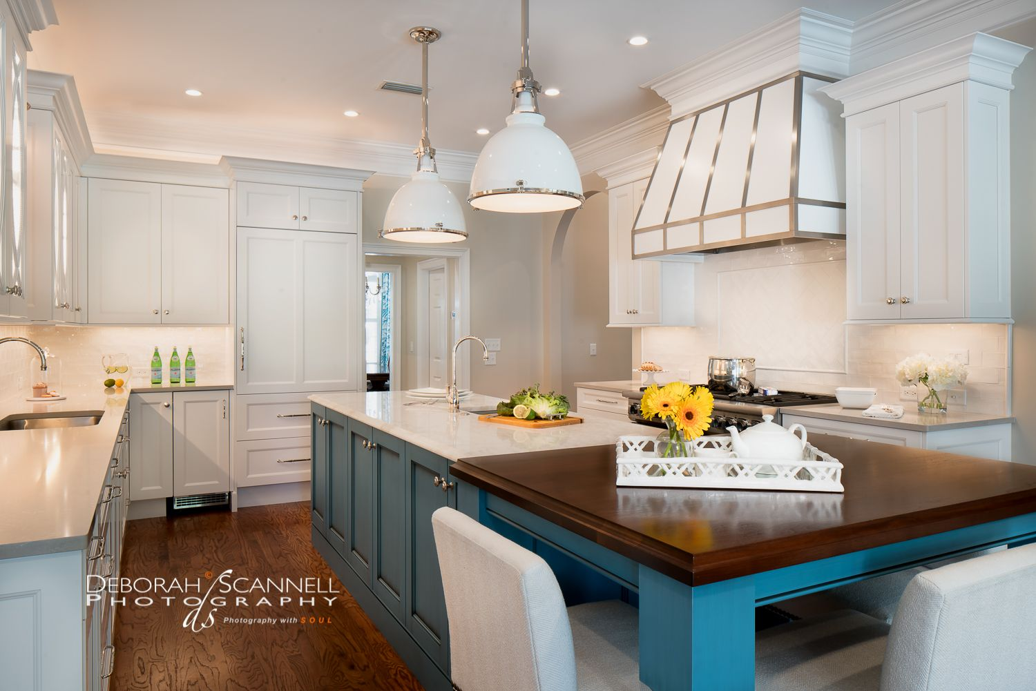 Designed By Kitchens By Design St Simons Island Ga Deborah Scannell Photography Kitchen Design Classic White Kitchen Small Kitchen Cabinets