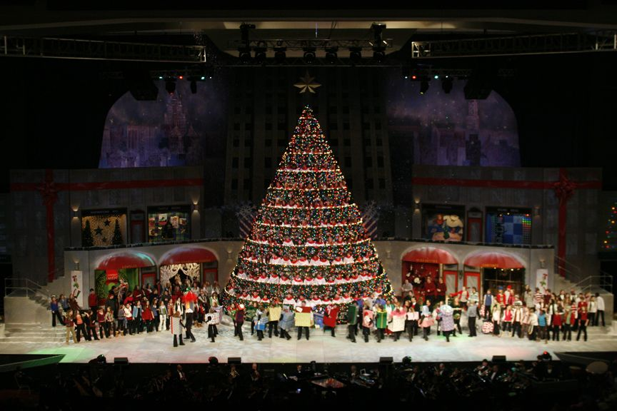 Bellevue Baptist Church singing Christmas tree, Memphis, TN - Bellevue Baptist Church Singing Christmas Tree, Memphis, TN