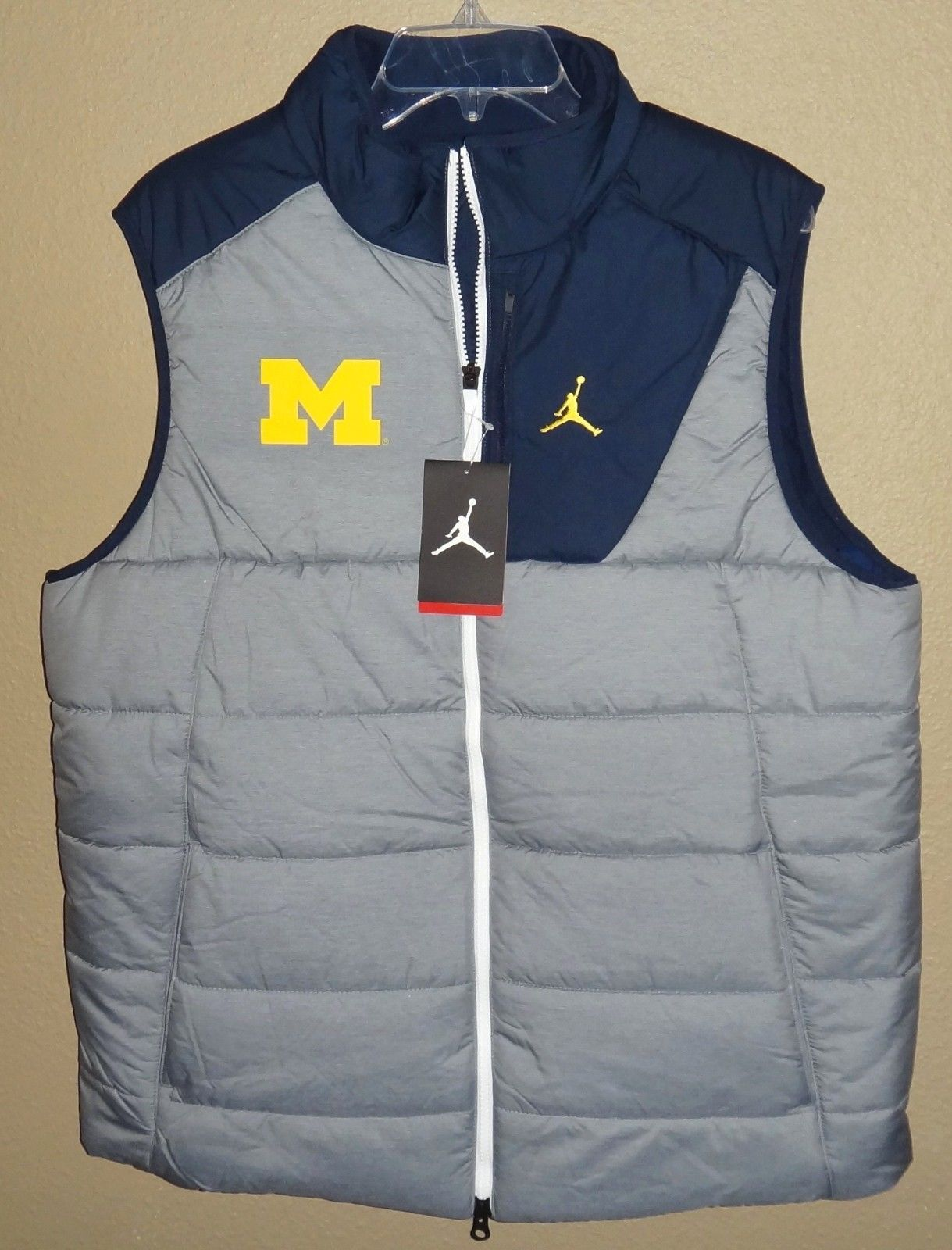 brand new a3d03 fc3a6 NWT MENS L LG NIKE AIR JORDAN MICHIGAN WOLVERINES FOOTBALL PLAYER VEST  JACKET