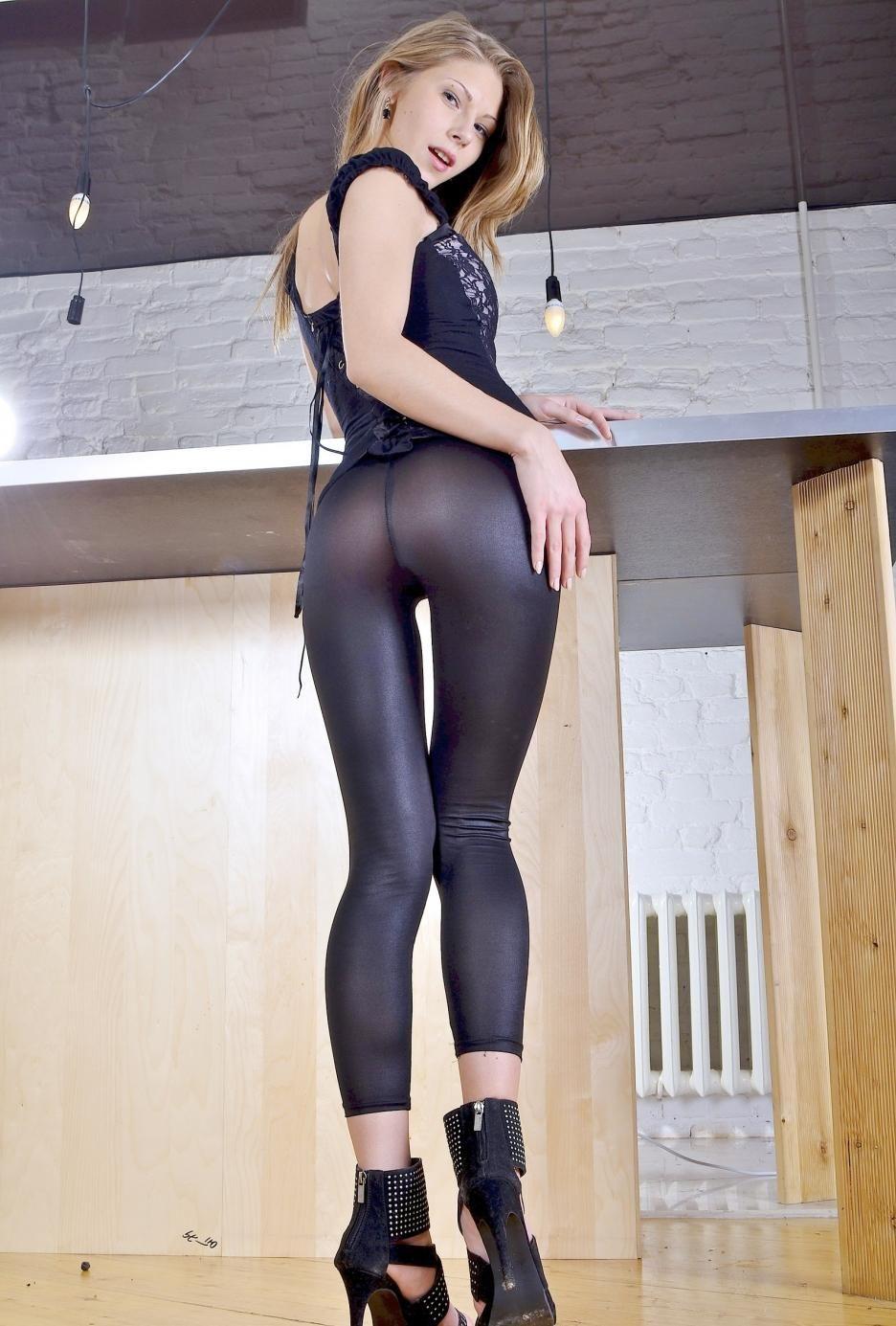 photo Angelica neri blonde in corset